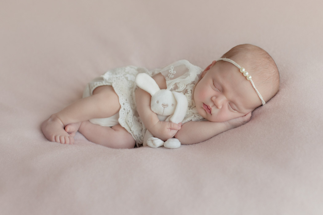fotografie-neonati-ancona-marche-osimo-falconara-foto-newborn-sorellina-servizio-fotografico-famiglia-studio-fotografico-ancona-Lavinia-Mandolini